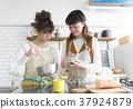 요리를하는 여성들 37924879
