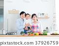 年轻的家庭 37926759