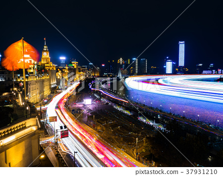 The historical building lights up in Shanghai and the Bund area 37931210