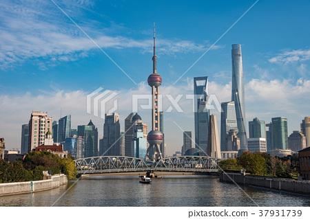 中國,上海摩天大樓白天 37931739