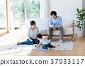 年轻的家庭 37933117