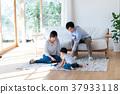年轻的家庭 37933118
