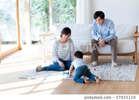 年轻的家庭 37933119