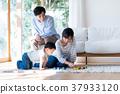 年轻的家庭 37933120