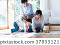 年轻的家庭 37933121