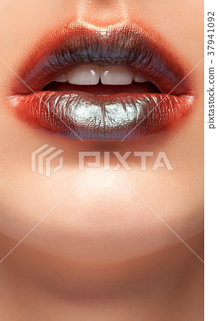 Close up on lips with glossy lipstick on them 37941092