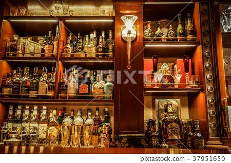 酒吧櫃檯的圖像 37951650
