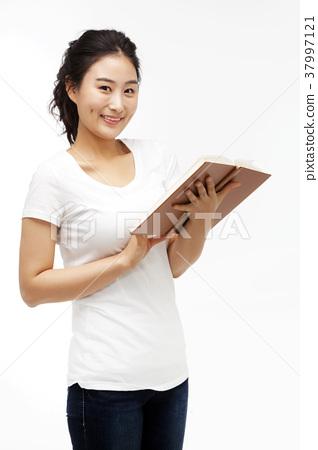 책,젊은여자 37997121