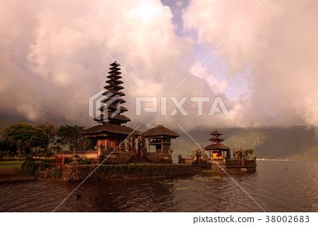 INDONESIA BALI LAKE BRATAN PURA ULUN DANU TEMPLE 38002683