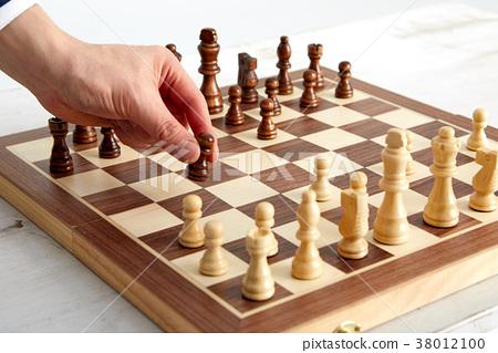 체스하는 20대 비지니스 청년, 체스,승부,도박 38012100