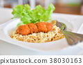 Spaghetti with spicy fried chicken 38030163