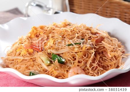 fried noodles 38031439