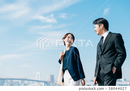 สูทธุรกิจชายกลางและหญิงสีฟ้า 38044027