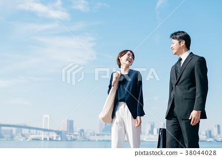비즈니스 정장 미들 남녀 푸른 하늘 38044028