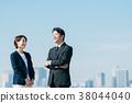 西裝中間男人和女人藍藍的天空 38044040