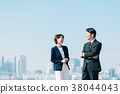 西裝中間男人和女人藍藍的天空 38044043