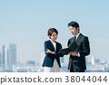 西裝中間男人和女人藍藍的天空 38044044