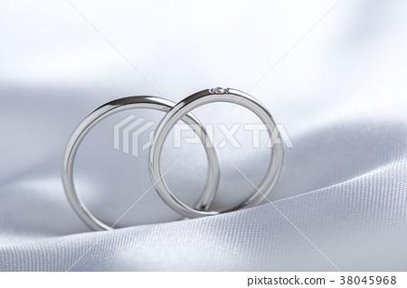 단순하고 아름다운 결혼 반지 38045968