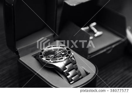 stainless steel silver men's watches and cufflinks 38077577