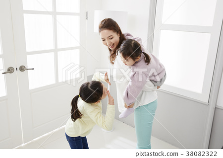 주택,생활,가족,엄마,딸,한국인 38082322