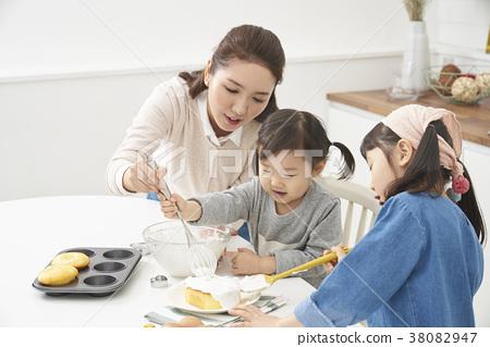 요리중,엄마,딸,한국인 38082947