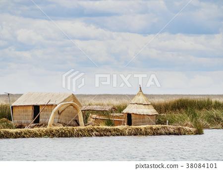 Uros Islands on Lake Titicaca in Peru 38084101