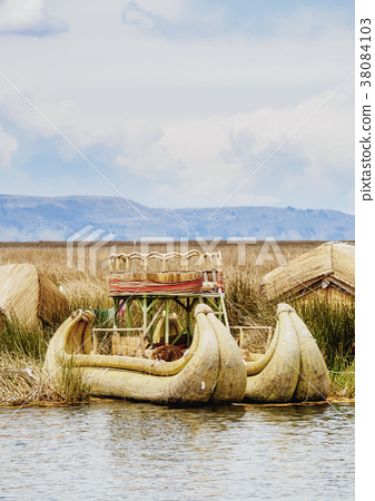 Uros Islands on Lake Titicaca in Peru 38084103