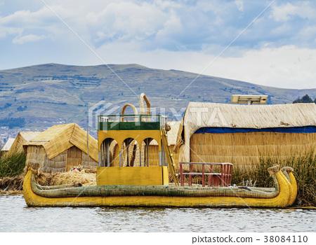 Uros Islands on Lake Titicaca in Peru 38084110