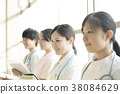 一位微笑的护士 38084629