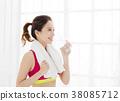 年轻 女性 锻炼 38085712