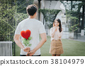 Man surprise his girlfriend in valentine day 38104979
