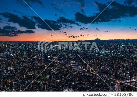 夜視圖在魔術小時在東京 38105780