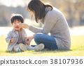 哭泣 哭 父母和小孩 38107936