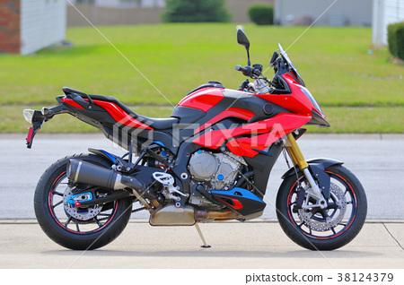 Motorbike (European maker touring America with 1000 cc) 38124379