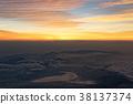 从富士山的山顶看日出和山中湖 38137374