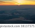 从富士山的山顶看日出和山中湖 38137375