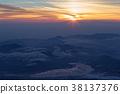 从富士山的山顶看日出和山中湖 38137376