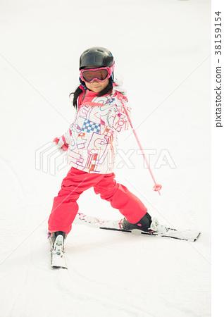 스키를 즐기는 아이 38159154