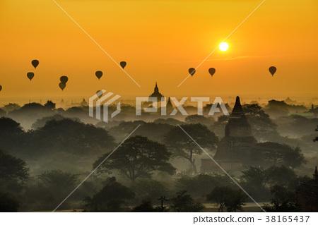 Scenic sunrise above Bagan in Myanmar 38165437