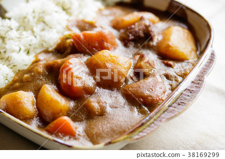 Curry and rice 38169299