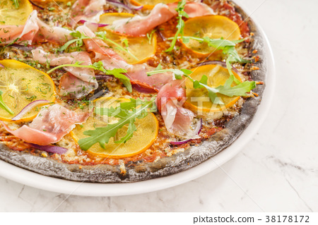 pizza with persimmon 38178172