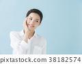 เสื้อเชิ้ตสีขาวผู้หญิง twenties (พื้นหลังสีน้ำเงิน) 38182574