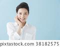 화이트 셔츠 20 대 여성 (파란색 배경) 38182575