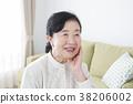 70多歲的女性 38206002