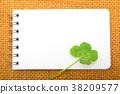 리넨과 흰색 메모장과 네 잎 클로버 38209577