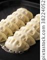 餃子 碎肉蔬菜餡的餃子 煎鍋貼 38224052