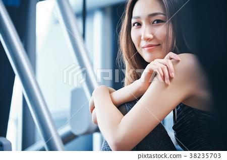 健身房女人肖像 38235703