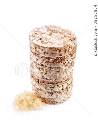 Round wheat crispbread, white background 38255834