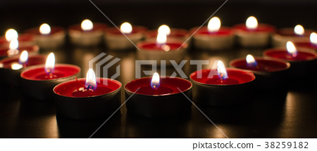 red valentine candles 38259182