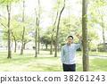 상쾌한 남성 (녹색 배경) 38261243